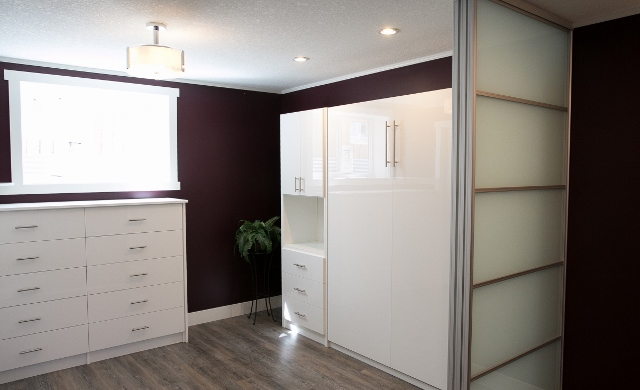 High gloss Murphy bed (640x390)