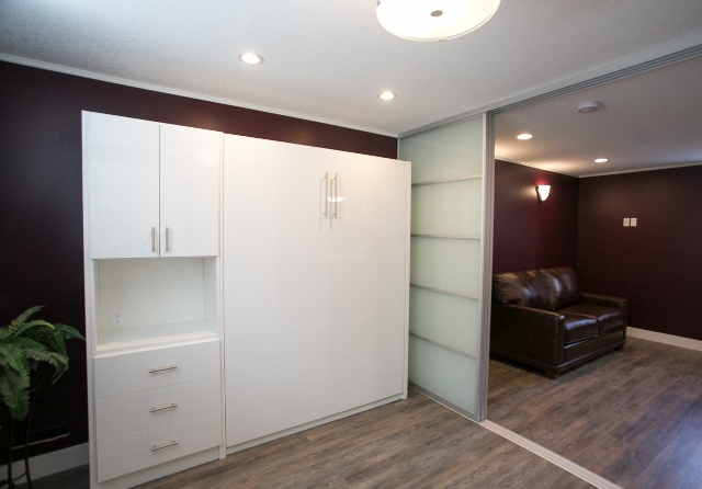 High gloss bed and doors (640x446)